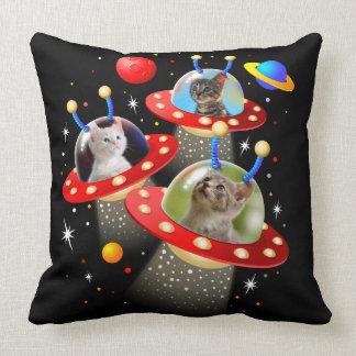 Ihre Katzen in einer alien-Raumschiff UFO Sci Kissen