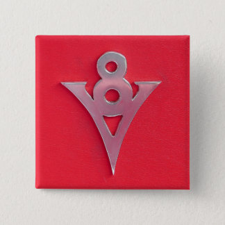 Illusions-Chromv8-Emblem auf rotem Leder Quadratischer Button 5,1 Cm