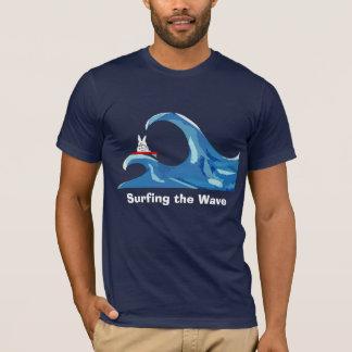 Illysurfing, die Welle surfend T-Shirt