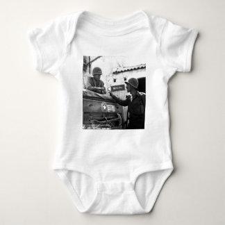Im Allgemeinen George S. Patton und Oberst Lyle Baby Strampler