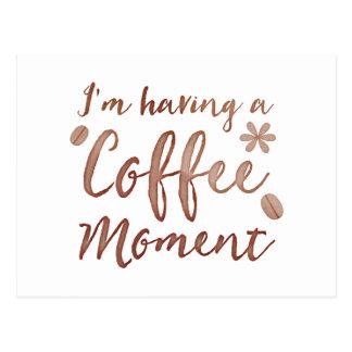 im einen Kaffemoment habend Postkarte