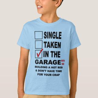 IM GARAGEN-(MIT VATI) GEBÄUDE EIN FRISIERTES AUTO T-Shirt
