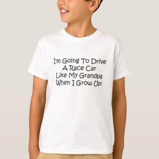 Im gehend, einen Rennwagen zu fahren mögen Sie T-Shirt