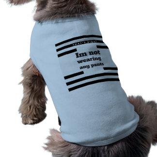 Im keinen Hosen-Hundeshirt, tragend lustig Ärmelfreies Hunde-Shirt