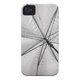 Im Regenschirm iPhone 4 Hüllen