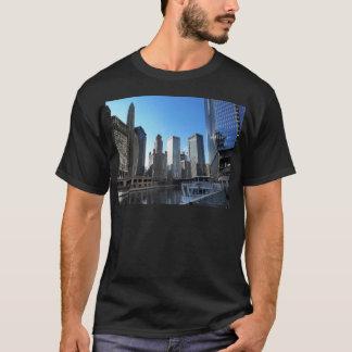 Im Stadtzentrum gelegenes Chicago auf dem Chicago T-Shirt