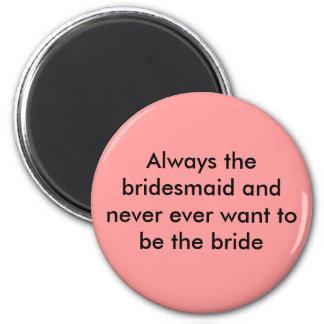 Immer wollen die Brautjungfer und nie überhaupt Runder Magnet 5,1 Cm