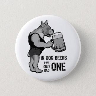 In den Hundebieren für hellen Hintergrund Runder Button 5,7 Cm