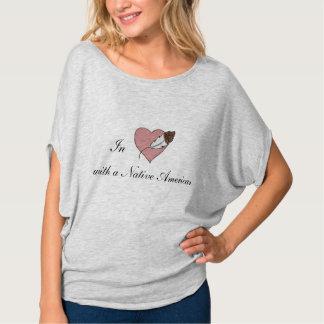 In der Liebe mit gebürtiger Amerikaner-Frauen T-Shirt