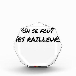 In der SNCF MAN ES FOUT der SPÖTTER - Wortspiele Acryl Auszeichnung
