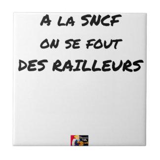 In der SNCF MAN ES FOUT der SPÖTTER - Wortspiele Keramikfliese