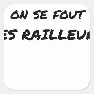 In der SNCF MAN ES FOUT der SPÖTTER - Wortspiele Quadratischer Aufkleber