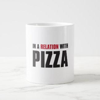 in einer Beziehung mit Pizza Jumbo-Tasse