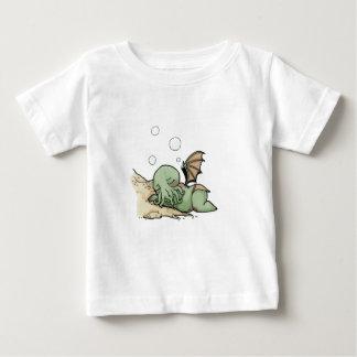 In seinem Haus bei R'lyeh wartet totes Cthulhu das Baby T-shirt