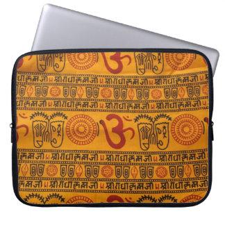 Indisches religiöses Muster rote Orangen-OM Computer Sleeve Schutzhülle