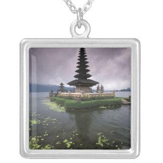 Indonesien, Bali, Ulun Danu Tempel Versilberte Kette