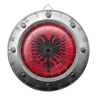 Industrielle albanische Flagge mit Stahlgraphik Dartscheiben