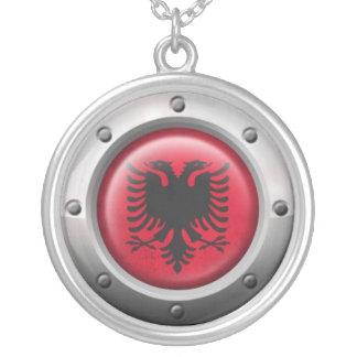 Industrielle albanische Flagge mit Stahlgraphik Schmuck