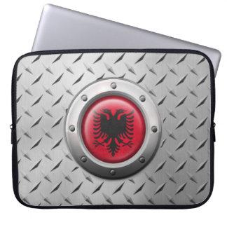 Industrielle albanische Flagge mit Stahlgraphik Laptop Schutzhülle