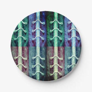 Industrieller Minimalismus färbt abstrakten Pappteller