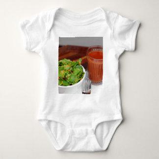 Ingwer-Karotten-Tomate, die Brunnenkresse-Salat Baby Strampler