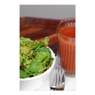 Ingwer-Karotten-Tomate, die Brunnenkresse-Salat Briefpapier