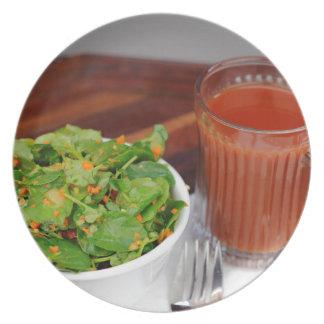 Ingwer-Karotten-Tomate, die Brunnenkresse-Salat Melaminteller