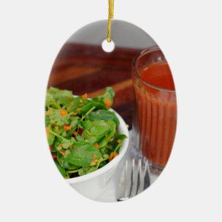 Ingwer-Karotten-Tomate, die Brunnenkresse-Salat Ovales Keramik Ornament