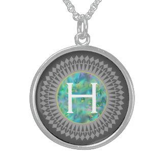 Initiale auf blauem Opal mit silbernes Sterling Silberkette