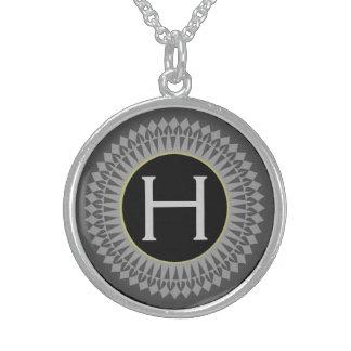 Initiale auf Schwarzem mit silbernes Sterlingsilber Halsketten