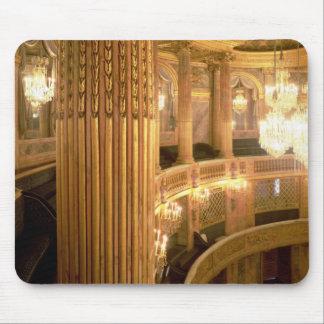 Innenansicht des Opernhauses, das in Richtung t Mousepad