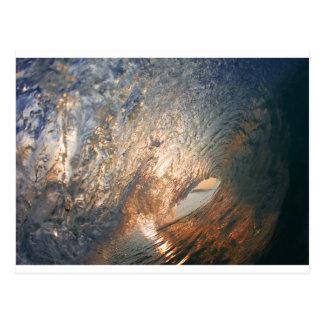 Innerhalb der surfenden Welle des Rohrs Postkarte