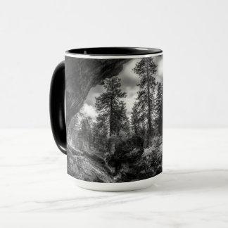 Innerhalb - heraus einer Lavarohr-Tasse Tasse