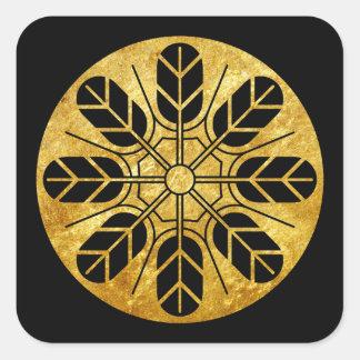 Inoue Clan kamon im Imitatgold auf Schwarzem Quadratischer Aufkleber