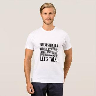 Interessiert für einen Geschäfts-Gelegenheits-T - T-Shirt