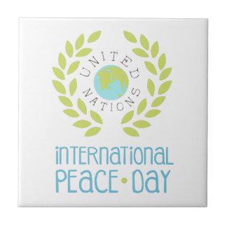 Internationale Friedenstagesaufkleber-Entwürfe in Fliese