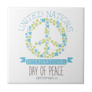 Internationale Friedenstagesaufkleber-Entwürfe in Keramikfliese