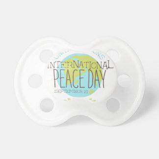 Internationale Friedenstagesaufkleber-Entwürfe in Schnuller