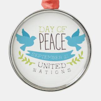 Internationale Friedenstagesaufkleber-Entwürfe in Silbernes Ornament