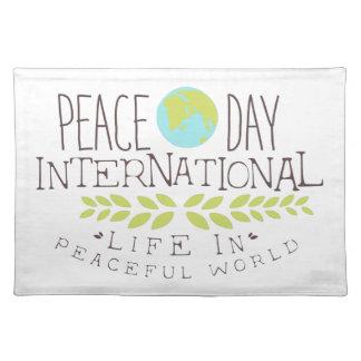 Internationale Friedenstagesaufkleber-Entwürfe in Tischset