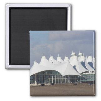 Internationaler Flughafen HauptterminalBuildin Den Quadratischer Magnet