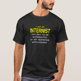 Internist-… überlegene Intelligenz T-Shirt