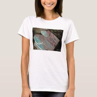 Intimate mit zerstörtem kurzem T-Shirt