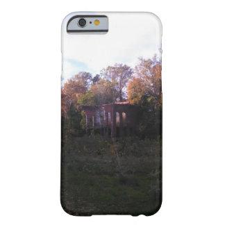 Iphone/Ipad Fall mit einem verlassenen Gebäude Barely There iPhone 6 Hülle