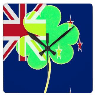 Iren-Neuseeland-Flaggen-Kleeblatt-Klee St Patrick Quadratische Wanduhr