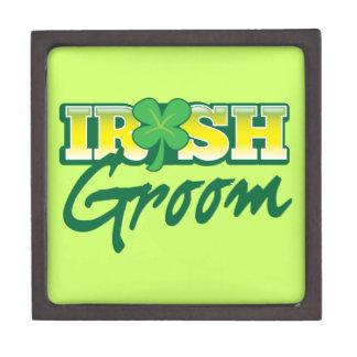 Iren pflegen sich von den fantastischen Iren Schmuckkiste