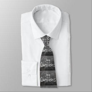 Irgendein Fragen-Kreide-Brett-Text Individuelle Krawatte