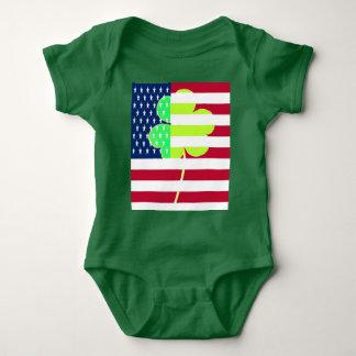 Irischer amerikanische Flaggen-Kleeblatt-Klee St Baby Strampler