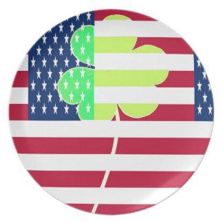 Irischer amerikanische Flaggen-Kleeblatt-Klee St Teller