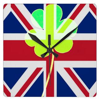Irischer britischer Flaggen-Kleeblatt-Klee St Quadratische Wanduhr
